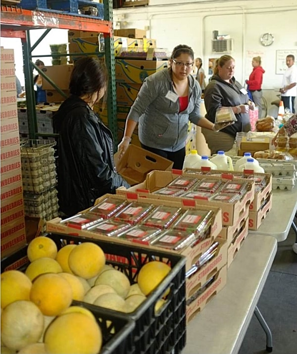 community-food-bank-Farmers-Market-Pantry