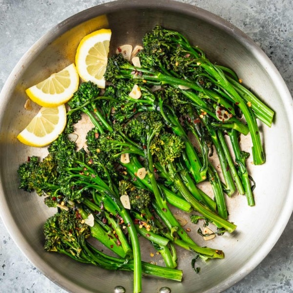 Photo of broccolini and lemon slices in frying pan